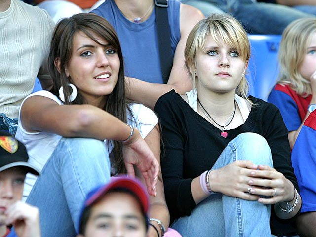 Supportrices... - Page 4 Basel-girl_003