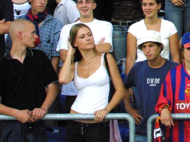 Supportrices... - Page 4 Basel-girl_008
