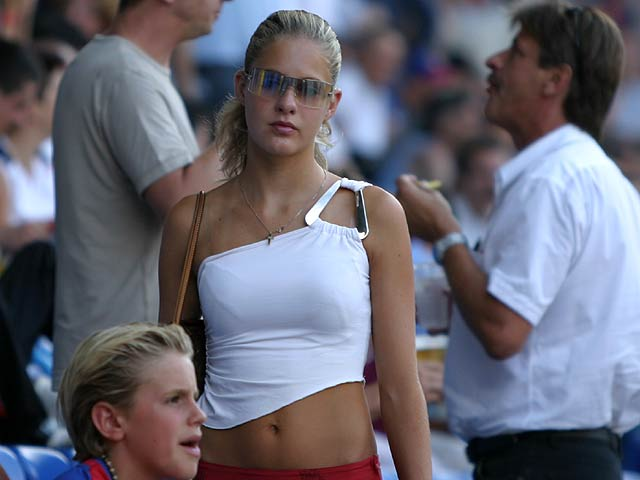 Supportrices... - Page 4 Basel-girl_014