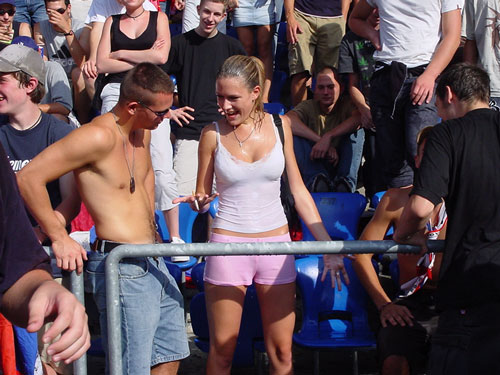 Supportrices... - Page 4 Joggeli-girl_001