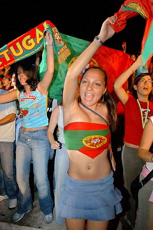 Supportrices... - Page 4 Portugal-girl_001